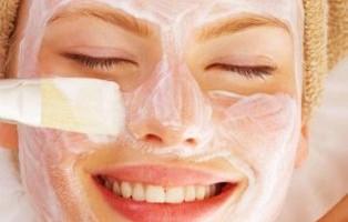 Cilt-parlatıcı-yüz-maskesi